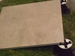 dalle en gres cerame 61x61x2cm à poser sur plot carreau moderne