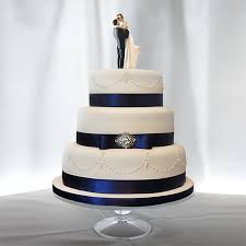 Traditional Elegant Wedding Cake