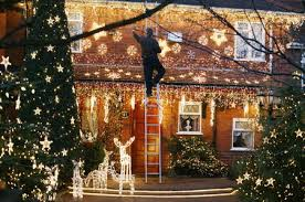 Tips For Hanging Christmas Lights Outside Learn To Hang Outdoor