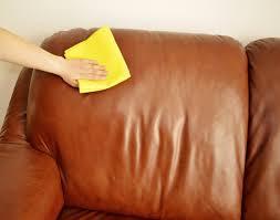 astuce pour nettoyer un canapé en cuir nettoyer un canapé en cuir astuce comment nettoyer canapé cuir