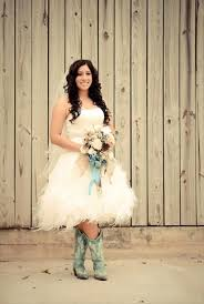 Short Wedding Dresses With Cowboy Boots For Rustic Themes