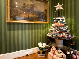 Christmas Tree Books by White Christmas Tree Color Schemes There Are More Festive