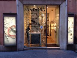 Pandora Jewelry Retail Window Display Design 4eon