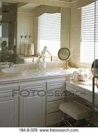 badezimmer badezimmer ausrüstung holz plätze spiegel