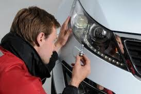 some car dealers change light bulbs for free others charge 癸70
