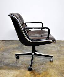 Knoll Pollock Chair Used by Select Modern Charles Pollock For Knoll Leather Executive Chair