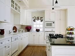 Minimalist White Kitchen Decorating Design