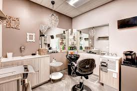 So Your Salon Studio Needs To Emulate High Class Taste You Spent Weeks Antiquing For The Perfect Chandelier And Wall Decor Wed Be Lying If