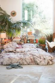 Simple Bohemian Bedroom Decorating Ideas With Low Beds