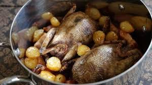 comment cuisiner le canard sauvage pigeons en cocotte à la française recette de pigeons en cocotte