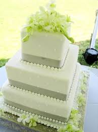 3 Elegant Wedding Cake With A Hint Of
