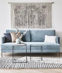 we velvet das samt sofa fluente in hellblau bringt