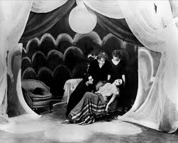 The Cabinet Of Dr Caligari 1920 Analysis by Das Kabinett Des Dr Caligari Films Of The 1920s Pinterest