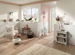 streifen tapete rosa beige landhausstil natürlich wohnzimmer