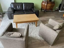 wohnzimmer einrichtung leder sofa und zwei sessel