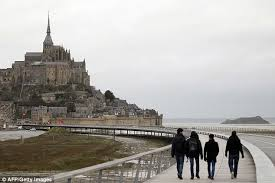 mont michel parking mont michel becomes island again with bridge connecting to