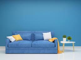 wohnzimmer mit blauer wand 1226991 stock foto