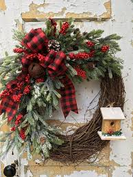 Elegant Rustic Christmas Wreaths Decoration Ideas To Celebrate Your Holiday 04HomeDecorish