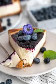 blaubeer käsekuchen mit keksboden