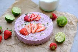 Hochzeitstorte Mit Erdbeeren Und Limetten Rezept Cremige Erdbeertorte Ohne Zucker No Bake Cake