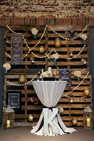 This Is A Bit Much But Love The Pallets With Lanterns Paper Decor Table