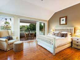 Country Bedrooms Ideas With Wooden Floor