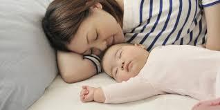 a quel age bébé dort dans sa chambre bébé doit il dormir seul ou dans la chambre des parents