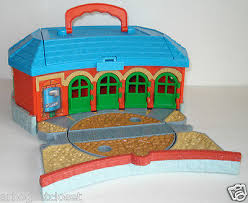 thomas the tank friends tidmouth sheds roundhouse turntable take
