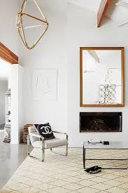 moderne eleganz im wohnzimmer mit hoher bild kaufen