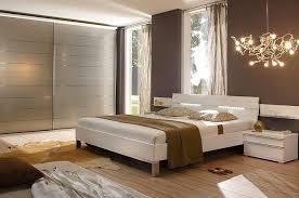 chambre avec meuble blanc chambre mailleux brune avec penderie photo 6 20 une très