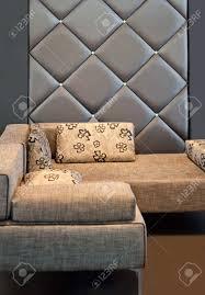 gemütliche sitzecke mit sofa im wohnzimmer