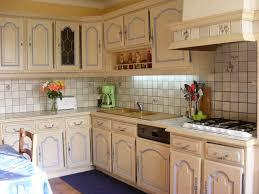 transformer une cuisine rustique moderniser cuisine rustique chene relooking cuisine rustique modèle