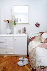 10x10 Bedroom Layout by How To Arrange Furniture In Your Bedroom Apartmentguide Com