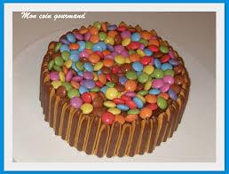 decoration pour anniversaire décoration gâteau d anniversaire facile