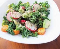 cuisiner chou frisé salade de radis chou frisé et graines de chanvre vinaigrette