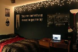 FAIRY LIGHTS ♥ And the wall quote Tumblr bedrooms are just TOO