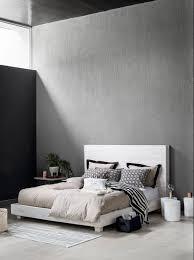 schlafzimmer in grau gestalten bett hocker teppic