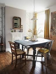 stühle aus holz und metall um hellgrau bild kaufen