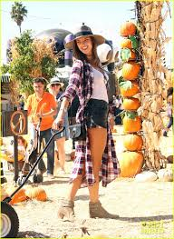 Lawrence Pumpkin Patch by Alessanda Ambrosio Gets Ready For Fall At The Pumpkin Patch With