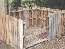 Building a shed from recycled wooden pallets Building with