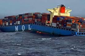 un porte conteneurs coupé en deux en mer d oman transport