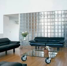 wohnzimmer mit sofas und glastisch auf bild kaufen