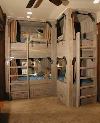lits superposes d angle l arrangement des lits superposés dans la chambre d enfant