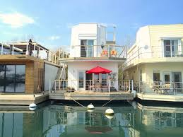 100 Boat Homes Living On A Floating House A Tour Of Torontos Bluffers