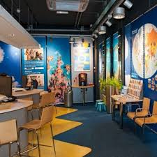 Aarhofnl Portals 52 Winkelafbeelding Shop InteriorsOffice InteriorsAgency OfficeTravel