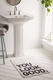 Round Red Bathroom Rug by Best 25 Bathroom Rugs Ideas On Pinterest Classic Pink Bathrooms