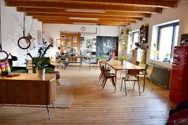 loft retro wohnzimmer esstisch holzbalken sideb