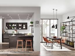 die küchentrends 2019 materialmix und dunklere farben