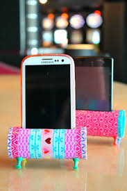 Easy DIY Phone Holder Using Decorative Tape Toilet Paper Rolls And Push Pins