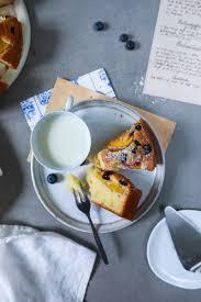 rezept für sommerlichen obstkuchen mit blaubeeren und pfirsichen